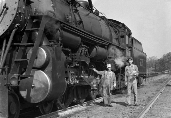4-8-2 1509 and crew at Southeastern Junction, St. Louis, Missouri in 1942