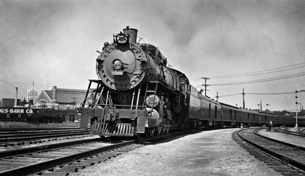 4-8-2 1516 Westbound at Grand Avenue, St. Louis, Missouri in 1938 (William K. Barham)