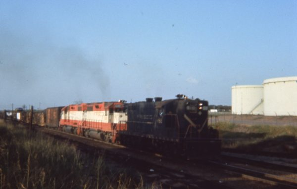 GP7 518 and GP38AC 649 at Irving, Texas in August 1974 (C.D. Baker)