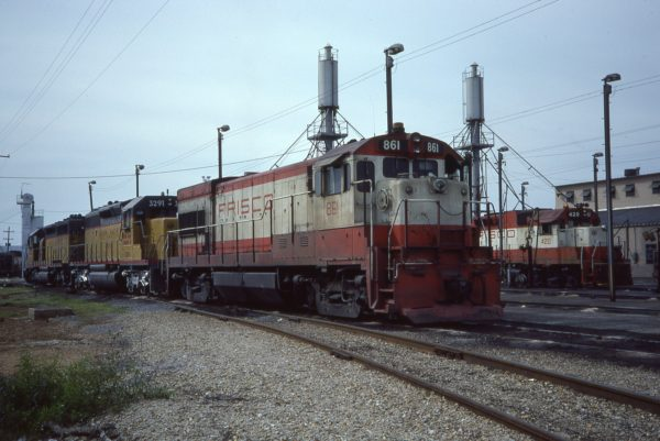 U30B 861 and GP38-2 420 at Memphis, Tennessee in May 1976