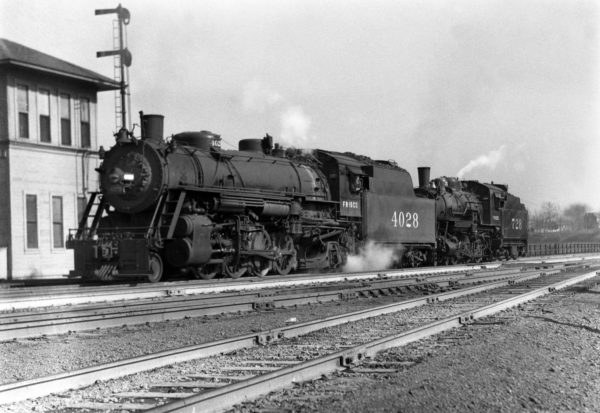 2-8-2 4028 and 4-6-0 728 at Southeastern Junction, St. Louis, Missouri in September 1940 (William K. Barham)