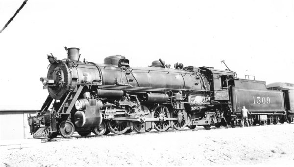 4-8-2 1509 at Claremore, Oklahoma on April 6, 1941 (Arthur B. Johnson)