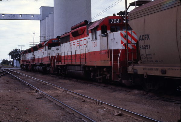GP35 704 and SD45 947 at Springfield, Missouri in August 1973