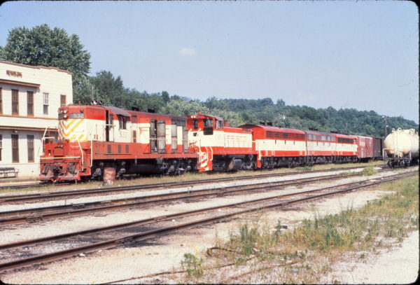 GP7 532 and SW1500 323 at Newburg, Missouri on July 2, 1970