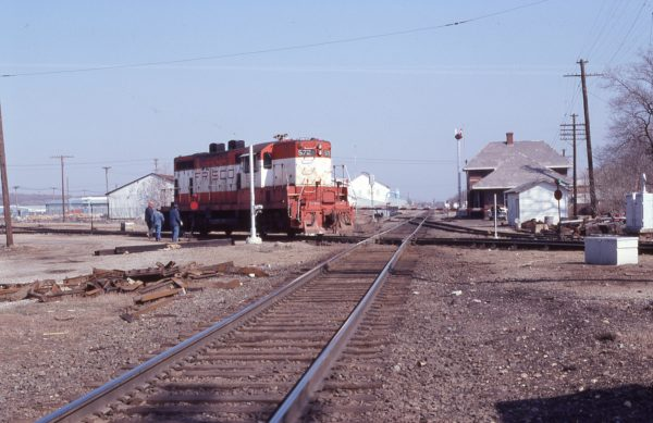 GP7 572 at Neodesha, Kansas on March 20, 1979 (J.J. Ruediger)