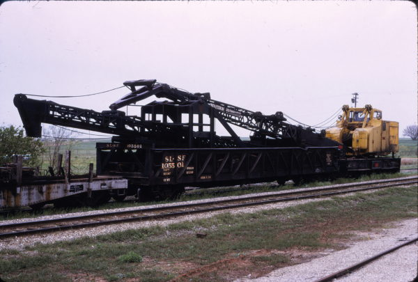 Gondola 105501 with piledriver at Crescent, Oklahoma in May 1973