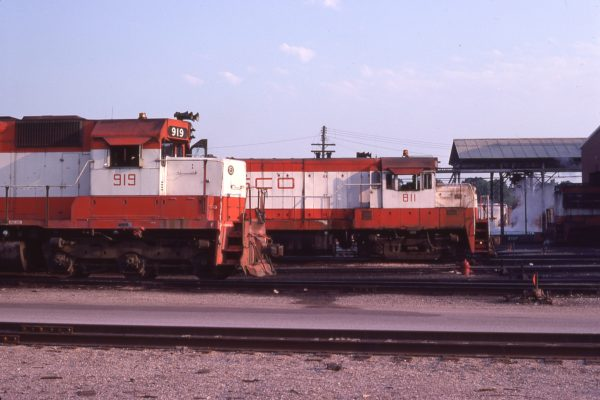 SD45 919 and U25B 811 at Springfield, Missouri in July 1978