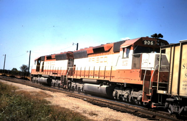 SD45s 905 and 906 (date and location unknown)