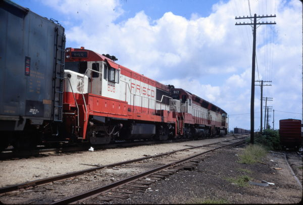 U25B 808 and SD45 917 at Springfield, Missouri in August 1971 (Tom Balduer)