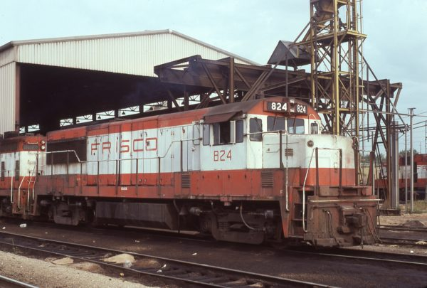 U25B 824 at Springfield, Missouri on September 3, 1978