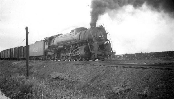 4-8-4 4524 arriving at Springfield, Missouri on September 30, 1947 (Arthur B. Johnson)