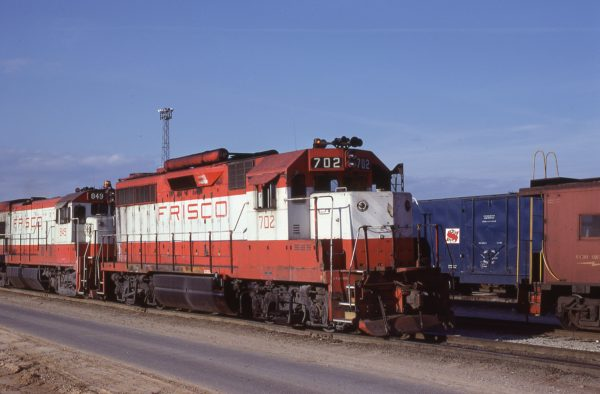 GP35 702 and U30B 849 at Memphis, Tennessee in December 1980 (Lon Coone)