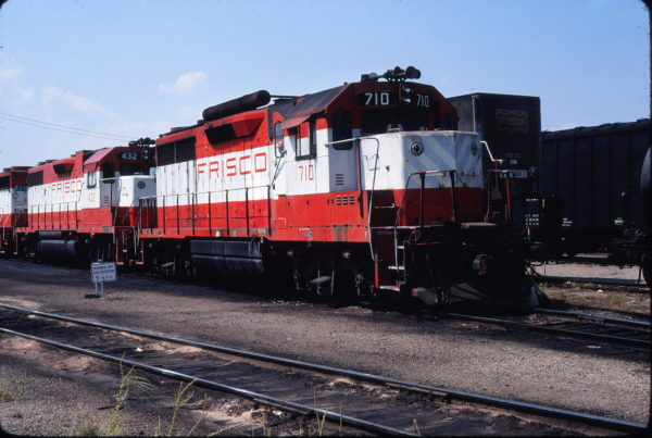 GP35 710 and GP38-2 432 at Sherman, Texas on September 10, 1980 (Gene Gant)
