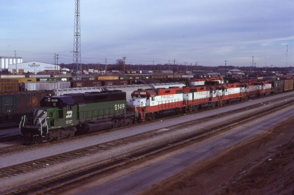 GP38-2 686, GP35 732, GP38-2 429, and GP40-2s 759 and 760 at Memphis, Tennessee in January 1981 (Lon Coone)