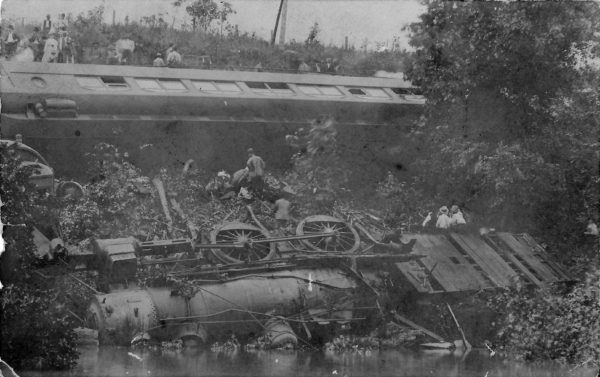 The wreck of 2-6-0 308 in 1908