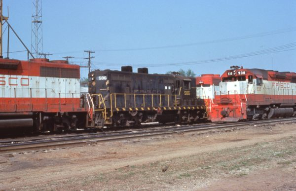 GP7 586 and SD45 938 at Springfield, Missouri in May 1976 (C.D. Baker)