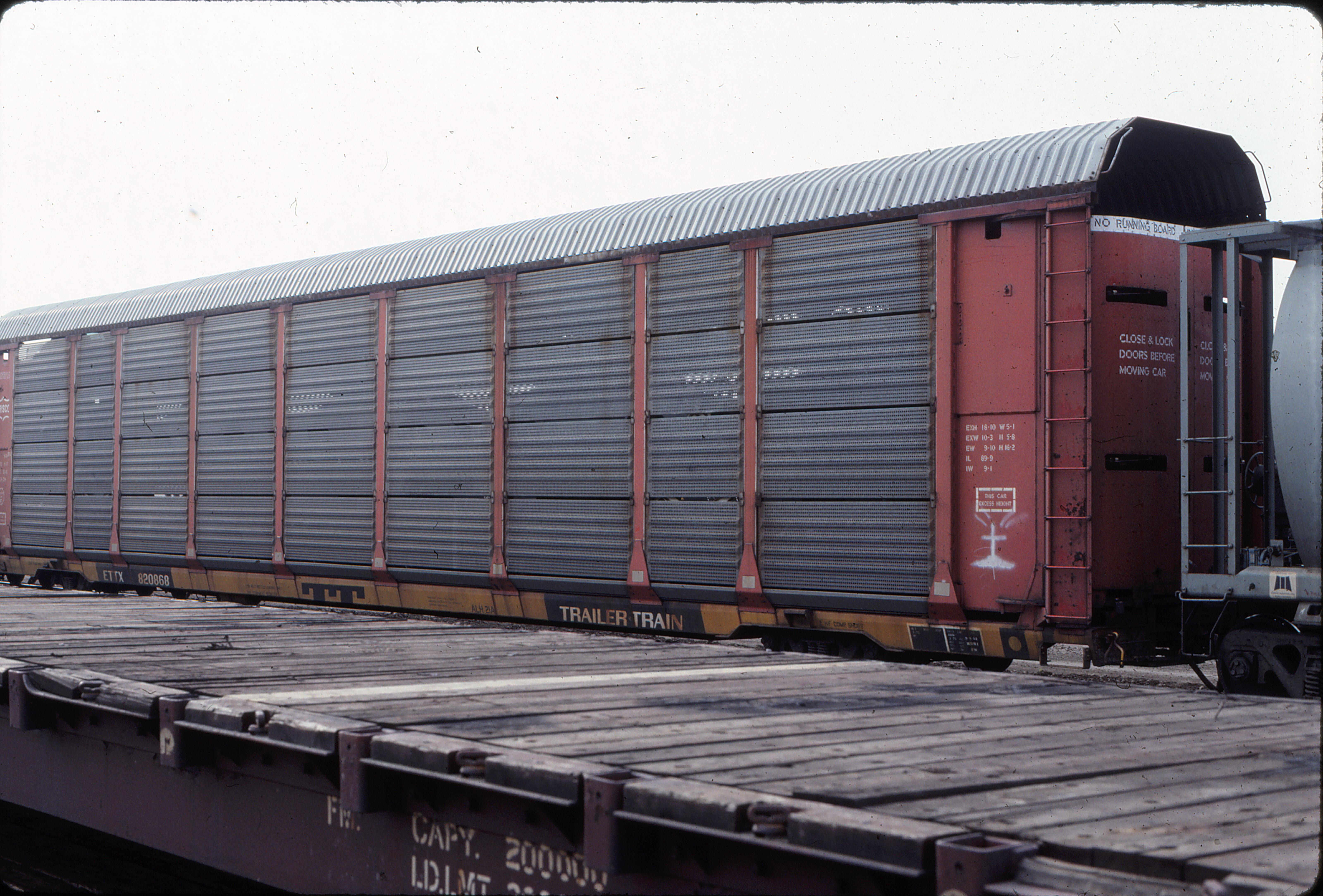Autorack 820868 at Edmonton, Alberta in June 1984