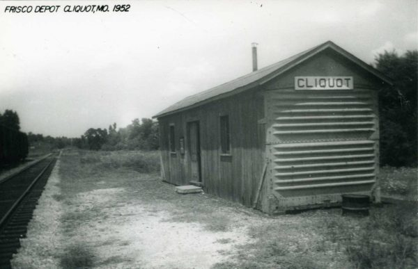 Cliquot, Missouri Depot in 1952 (Postcard)