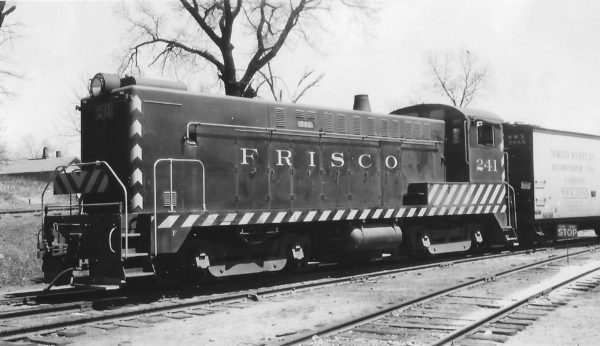 DS-4-4-1000 241 at Springfield, Missouri on April 16, 1949 (Arthur B. Johnson)
