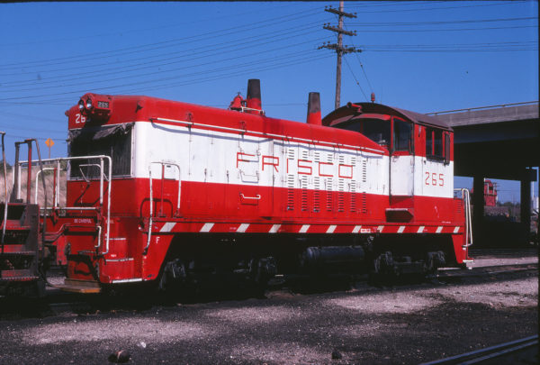 NW2 265 at Springfield, Missouri in September 1978