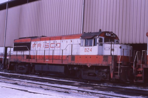 U25B 824 at Springfield, Missouri on January 20, 1979