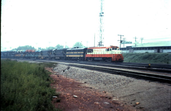 U25B 829 leads a westbound train at the east end of Springfield West yard (date unknown)