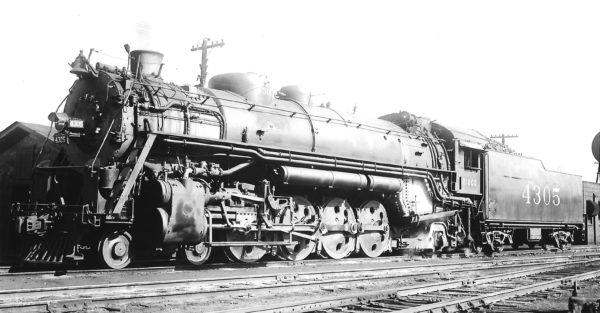 4-8-2 4305 at St, Louis, Missouri on May 16, 1940 (Arthur B. Johnson)