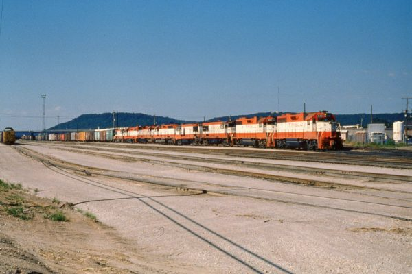 GP38AC 640, GP38-2 462, U25Bs 813, and 827, SD45s 908 and 946, GP38-2 427, and U25B 816 at Tulsa, Oklahoma on July 4, 1979