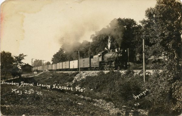 Strawberry Special leaving Sarcoxie, Missouri on May 29, 1922