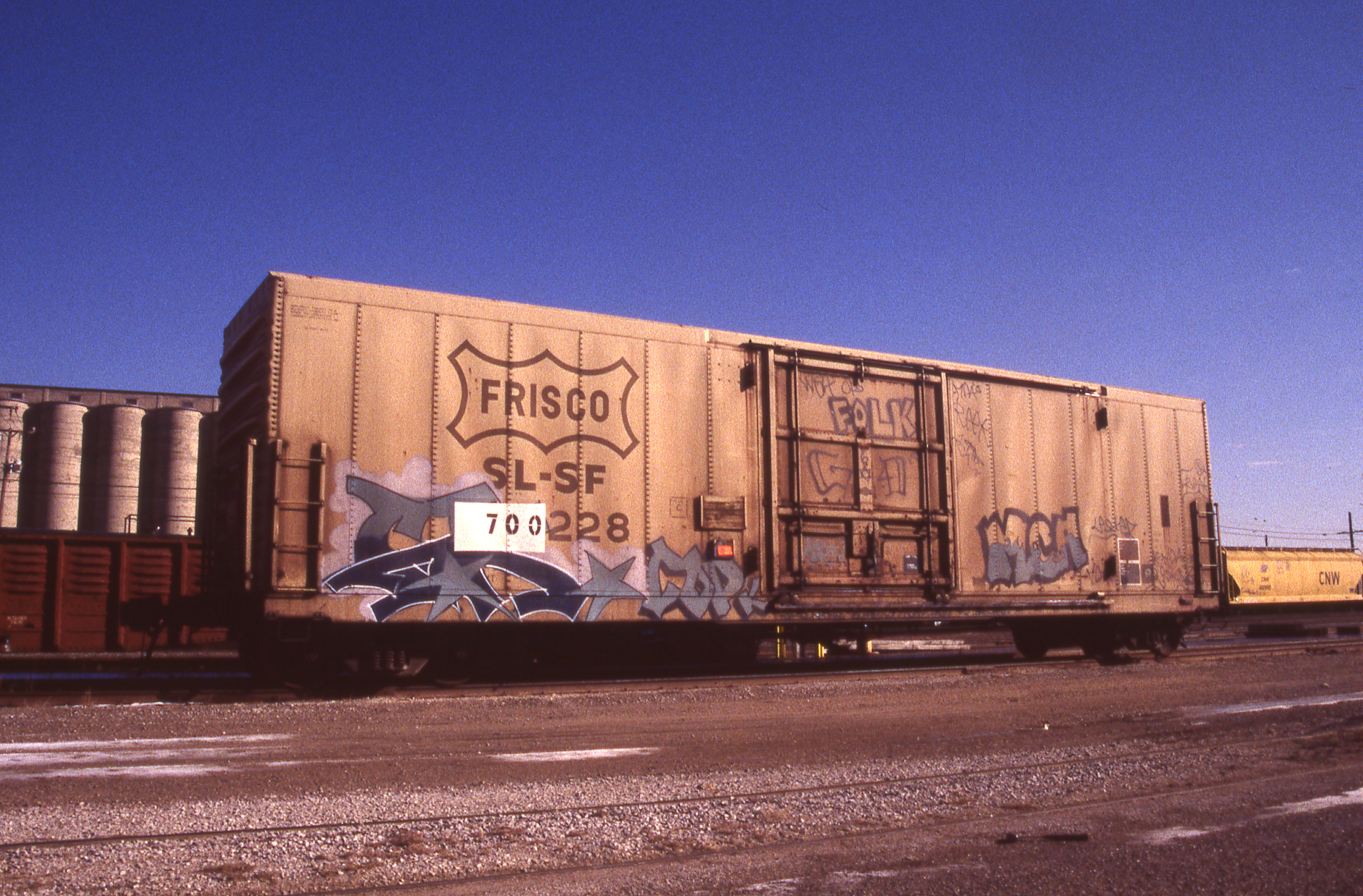 Boxcar 700228 at Kansas City, Missouri on January 17, 1998 (R.R. Taylor)