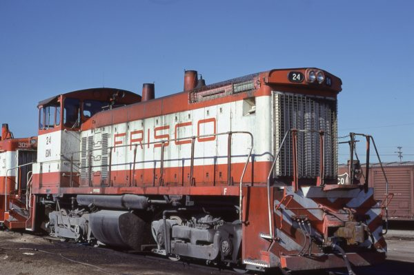 SW1500 25 (Frisco 319) at Memphis, Tennessee in January 1981 (Lon Coone)