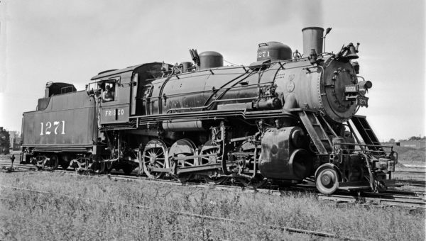 2-8-0 1271 at Memphis, Tennessee on September 12, 1948 (Robert J. Foster-Louis A. Marre Collection)