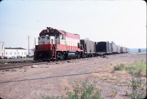 GP15-1 121 at Monett, Missouri on August 25, 1980 (John Nixon)