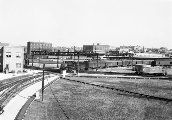 4-6-2 1044 at St. Louis, Missouri (date unknown) (Louis A. Marre)