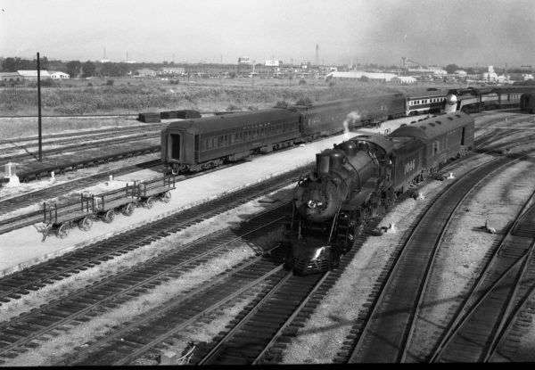 4-6-2 1046 at St. Louis, Missouri (date unknown) (Louis A. Marre)