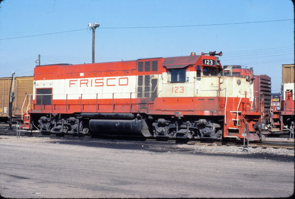 GP15-1 123 at Fort Smith, Arkansas on March 10, 1981 (Paul Strang)