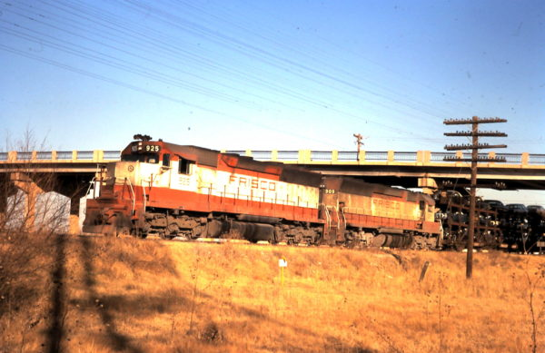 SD45s 925 and 909 at Sapulpa, OK (date unknown)
