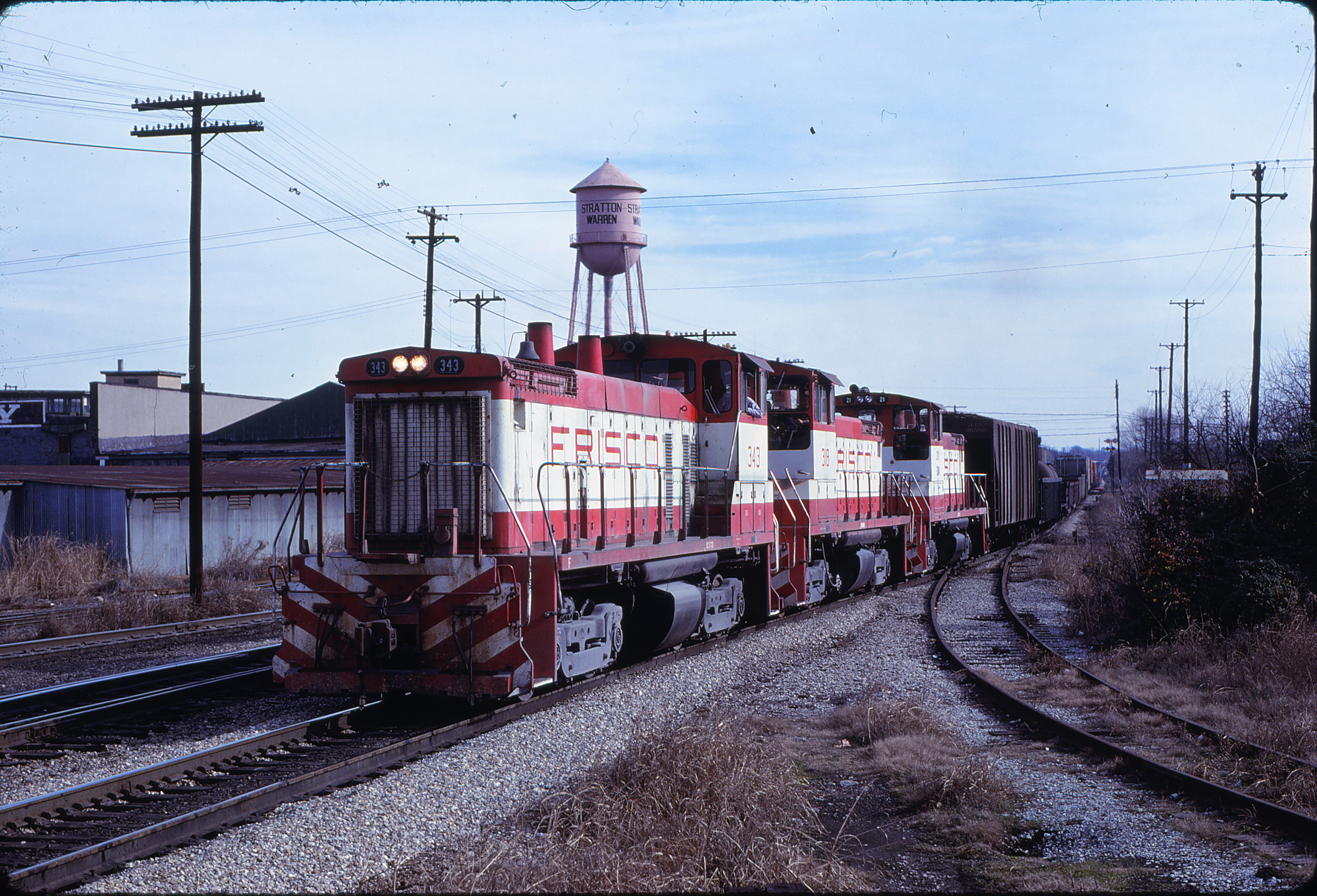 SW1500s 343 and 318 at Memphis, Tennessee in January 1981 (Lon Coone)