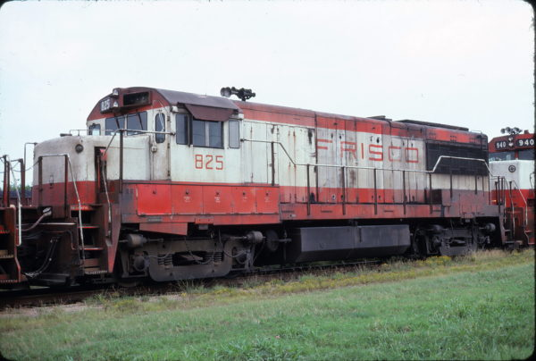 U25B 825 at Chelsea, Oklahoma on August 19, 1977