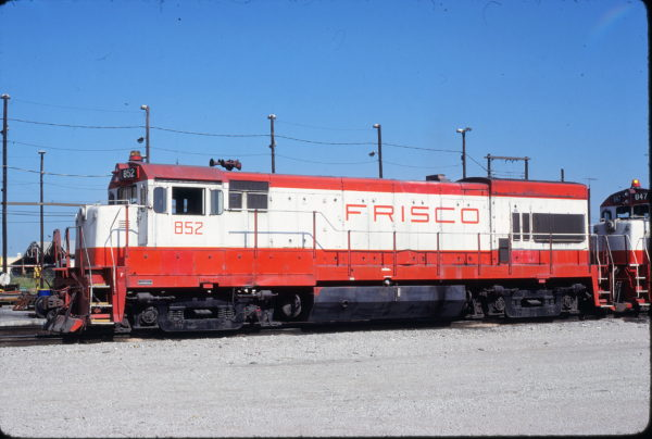 U30B 852 at Tulsa, Oklahoma on July 17, 1980 (James Holder)