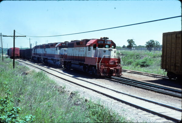 GP38-2 677 and SD45 935 at Irving, Texas on May 14, 1978 (David Stray)