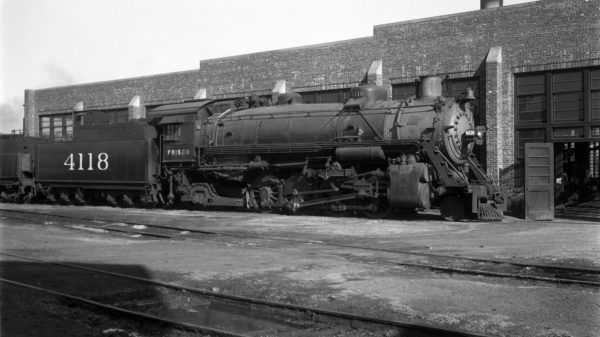 2-8-2 4118 at Tulsa, Oklahoma on February 15, 1947 (Eldridge)