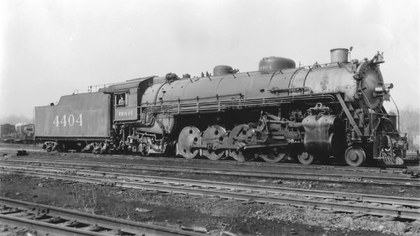 4-8-2 4404 at St. Louis, Missouri on April 15, 1945 (Arthur B. Johnson)