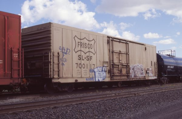 Boxcar 700117 at Pasco, Washington on April 20, 1996 (R.R. Taylor)
