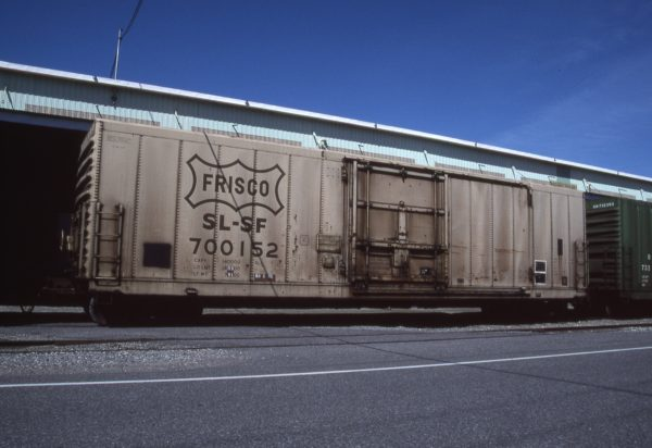 Boxcar 700152 at Pasco, Washington on June 11, 1996 (R.R. Taylor)