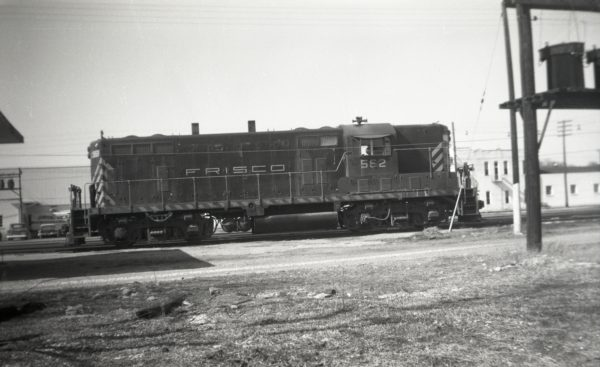 GP7 562 at Springfield, Missouri on November 30, 1964