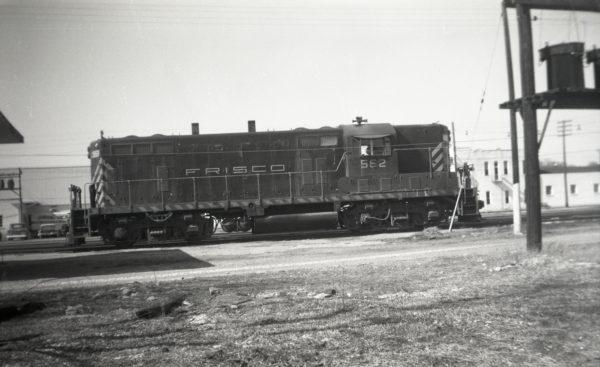 GP7 562 at Springfield, Missouri on November 30, 1964