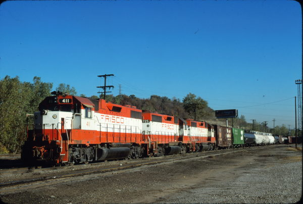 GP38-2 411 and GP35 725 at Kansas City, Kansas in October 1980 (James Primm II)