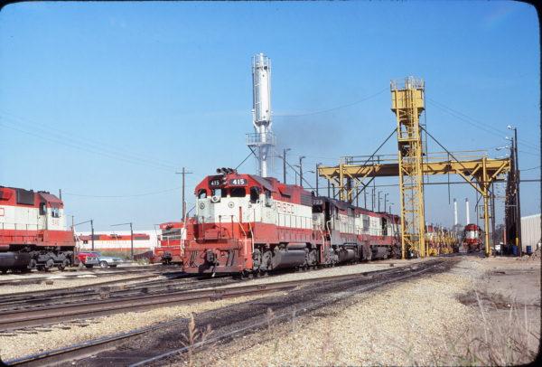 GP38-2 415 and GP35 723 at Tulsa, Oklahoma in November 1977 (Don Henderson)