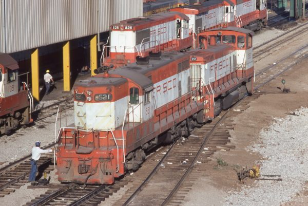 GP7 521, SW1500 352, GP15-1 109, U25B 826, B30-7 864 and GP35 727 at Springfield, Missouri in October 1979
